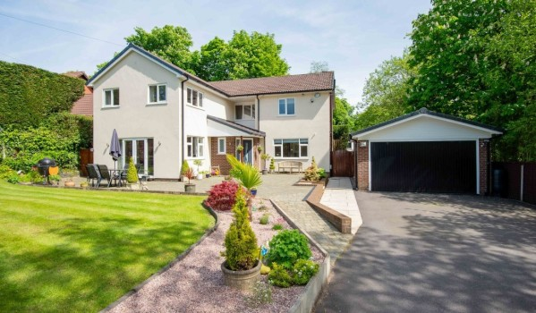 Four-bedroom detached house in Lostock