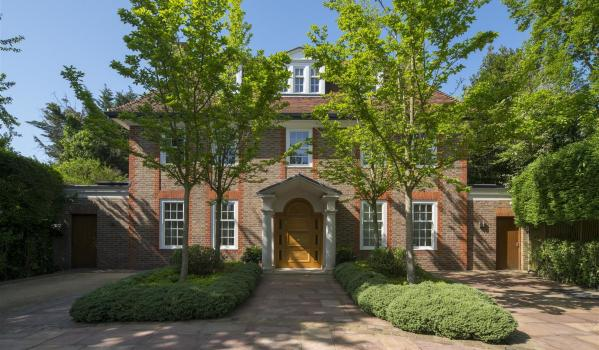 Nine-bedroom detached house in East Finchley