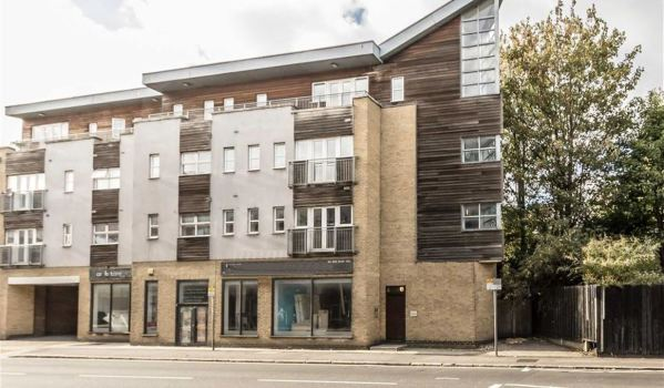 One-bedroom flat in Kingston Upon Thames