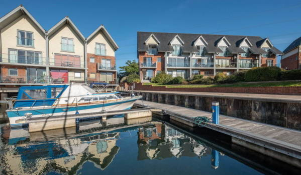 Four-bedroom end terrace house in Island Harbour Marina