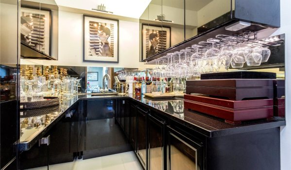 Bar in a six-bedroom detached house in Brighton