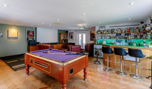 Bar in a six-bedroom detached house in Thulston