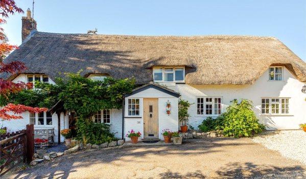 Five-bedroom cottage in Littleton Pannell