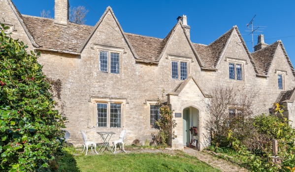 Three-bedroom terraced cottage in Westonbirt