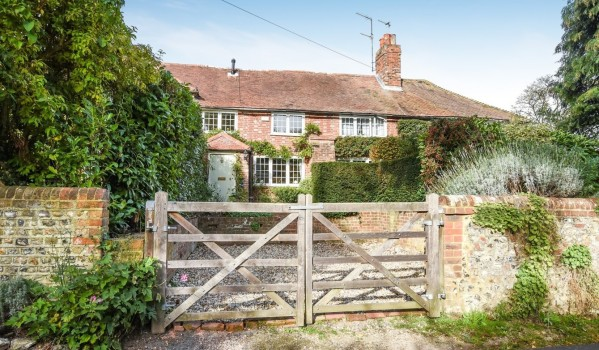 Four-bedroom cottage in Tangmere