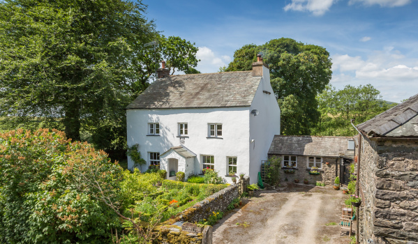 Five-bedroom cottage in Grayrigg