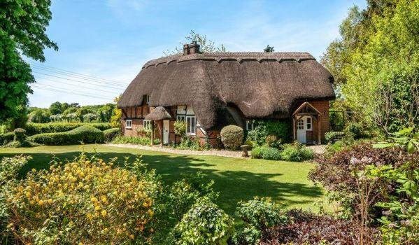 Four-bedroom cottage in Braishfield