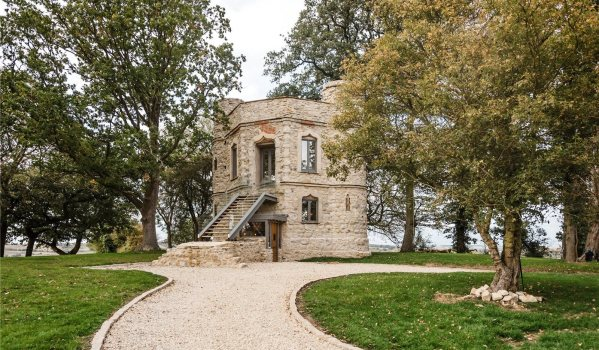 Grand Designs folly in Buckinghamshire