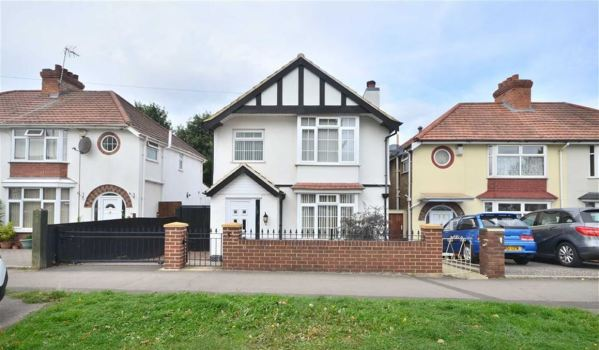 Three-bedroom detached house in Gloucester for £240,000