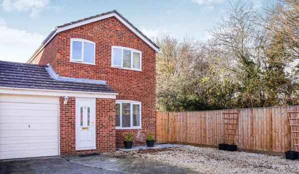 Three-bedroom link-detached house in Swindon for £260,000