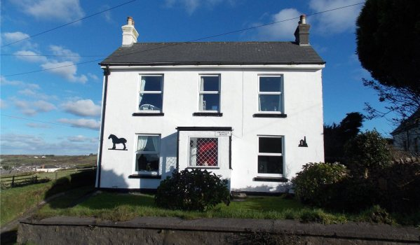 Three-bedroom detached house in Redruth for £195,000