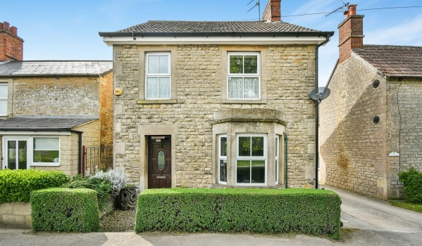 Detached house in Calne