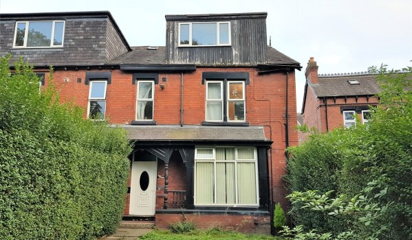 Flat in need of renovation for sale in Leeds
