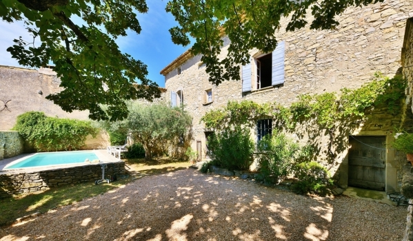 Six-bedroom country house in Uzès