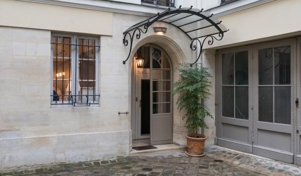 Two-bedroom apartment in Saint-Germain-des-Près