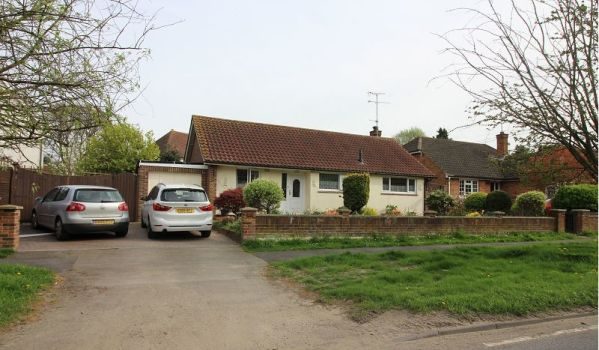 Three-bedroom detached bungalow for £440,000
