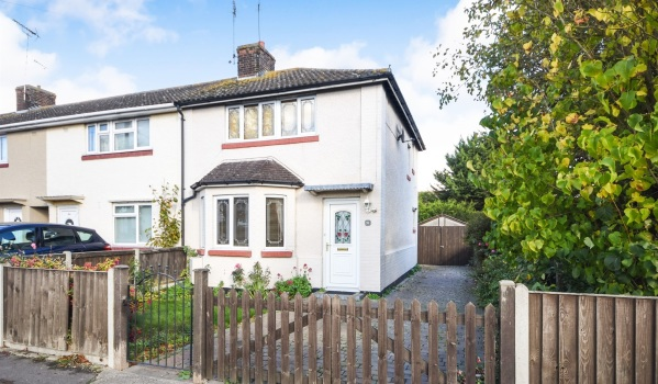 Three-bedroom semi-detached house for £275,000