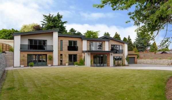 Five-bedroom detached house in Bramcote