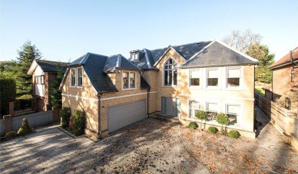 Five-bedroom detached house in Bromley