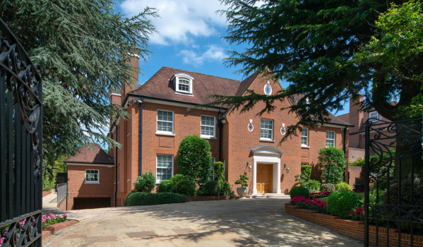 Eight-bedroom detached house in East Finchley