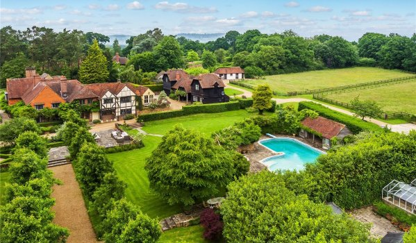 11-bedroom detached house in Dunsfold