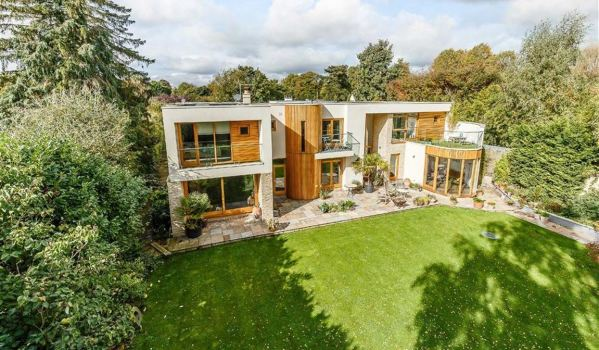 Five-bedroom detached house in Sutton Courtenay
