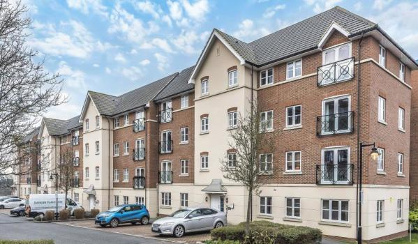 Two-bedroom flat in Aylesbury, for £200,000