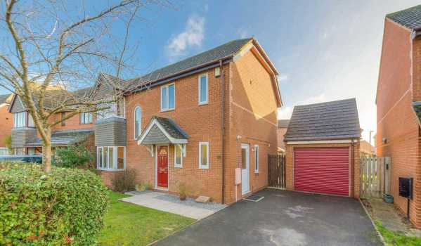 Four-bedroom detached house in Furzton, Milton Keynes, for £450,000