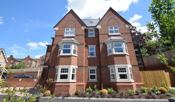 Two-bedroom flat to rent in High Wycombe, for £1,150 pcm