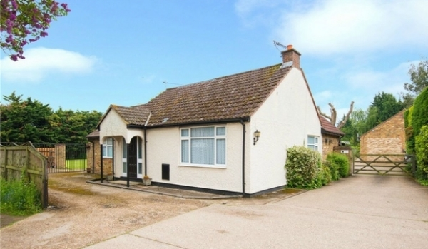 Five-bedroom detached bungalow in Iver, for £800,000