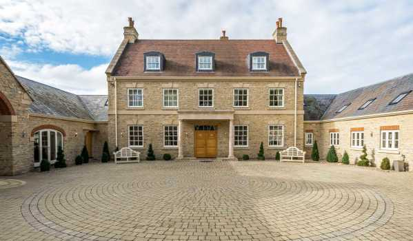 Nine-bedroom country house in Gayhurst, for £3m