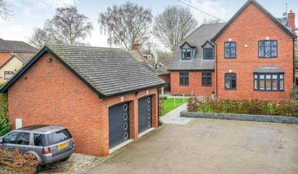 Five-bedroom detached house in Brewood