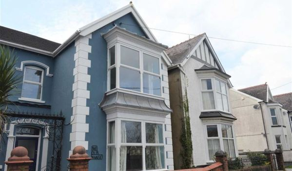 Three-bedroom semi-detached house for £199,950