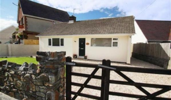Two bedroom detached bungalow for sale for £150,000