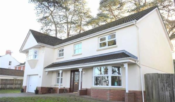 5 bedroom detached house for sale for £440,000