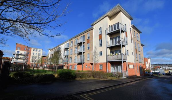 Two-bedroom flat in Reading for £250,000