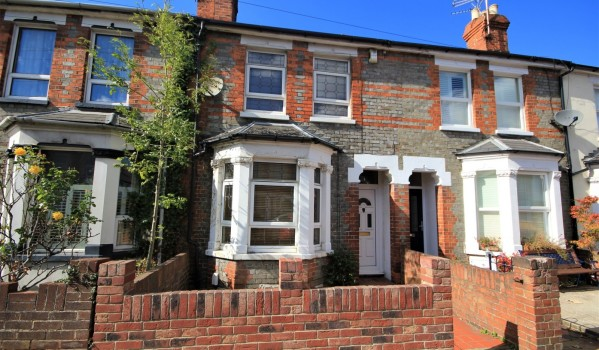 Three-bedroom terraced house to rent in Reading for £1,250 pcm