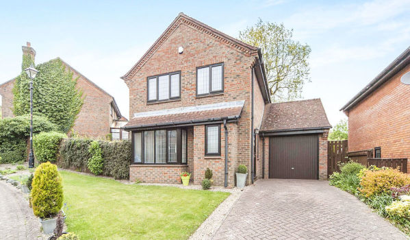 Three bedroom detached house for £280,000