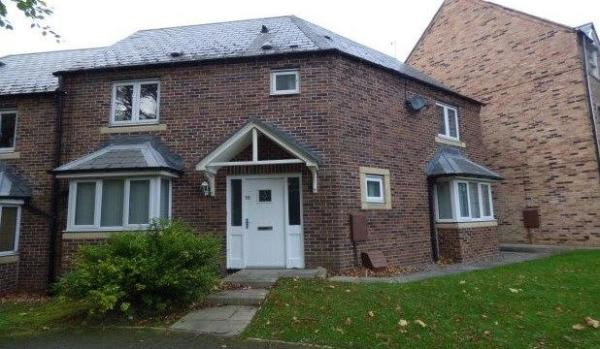 Three bedroom semi-detached house for £900pcm