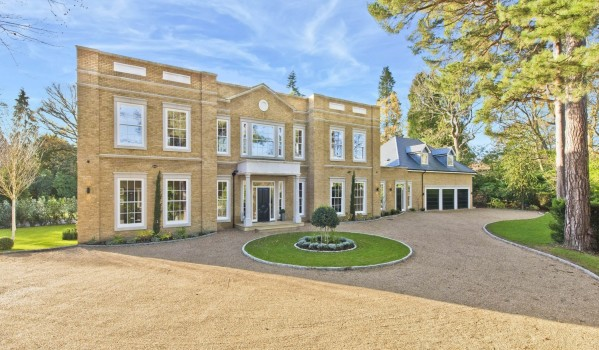Six-bedroom detached house with annexe in St. Georges Hill