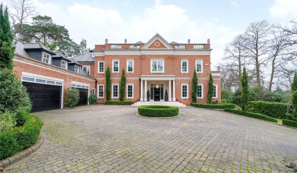 Seven-bedroom detached house in St. George's Hill