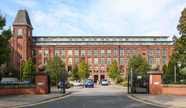 Three bed flat to rent for £950pcm