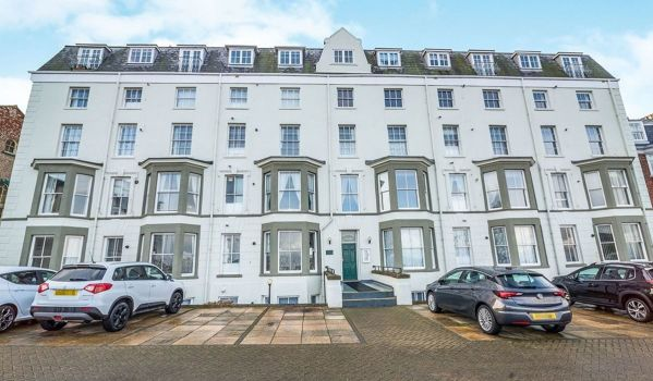 Two-bedroom flat in Scarborough