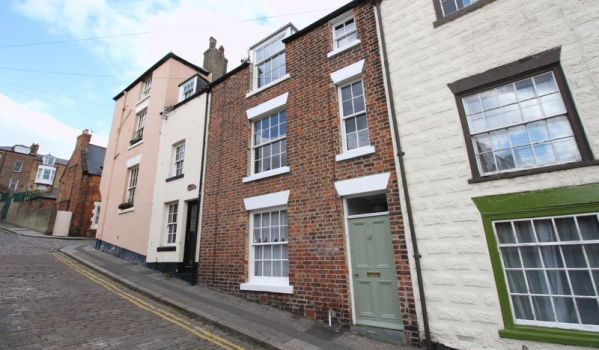 Five-bedroom terraced house for sale in Scarborough