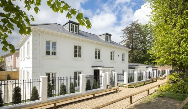 Five-bedroom new build detached house in Kingston Hill