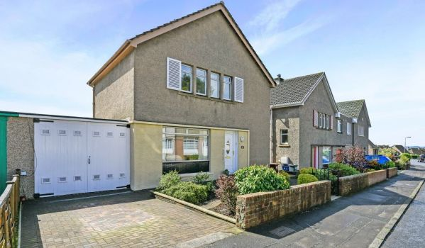 Three bed detached house for sale for £340,000
