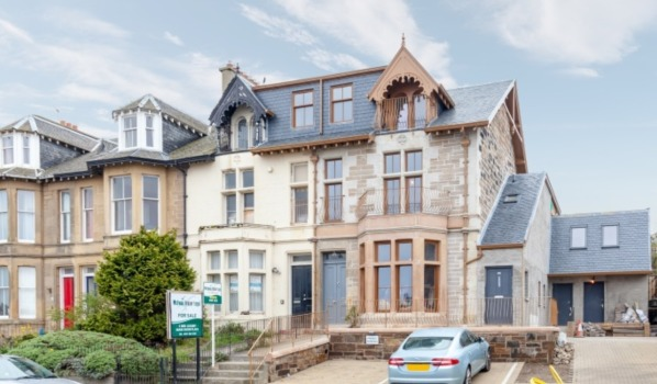 3 bed flat for sale for £295,000