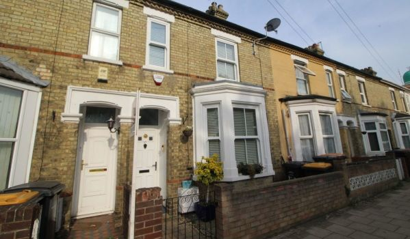 three-bedroom property for sale in Bedford