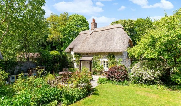 Two-bedroom thatched cottage for sale in Wylye