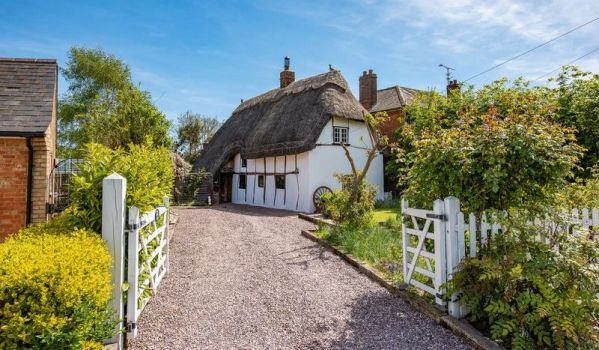 Three-bedroom thatched cottage for sale in Stoke Mandeville